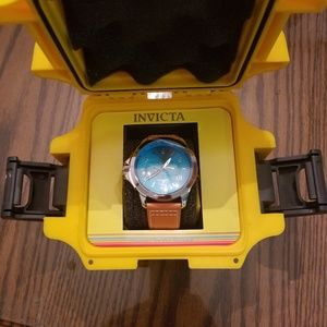 Invictia mens watch nwt and with case.